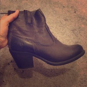 Ankle Leather zip up boots